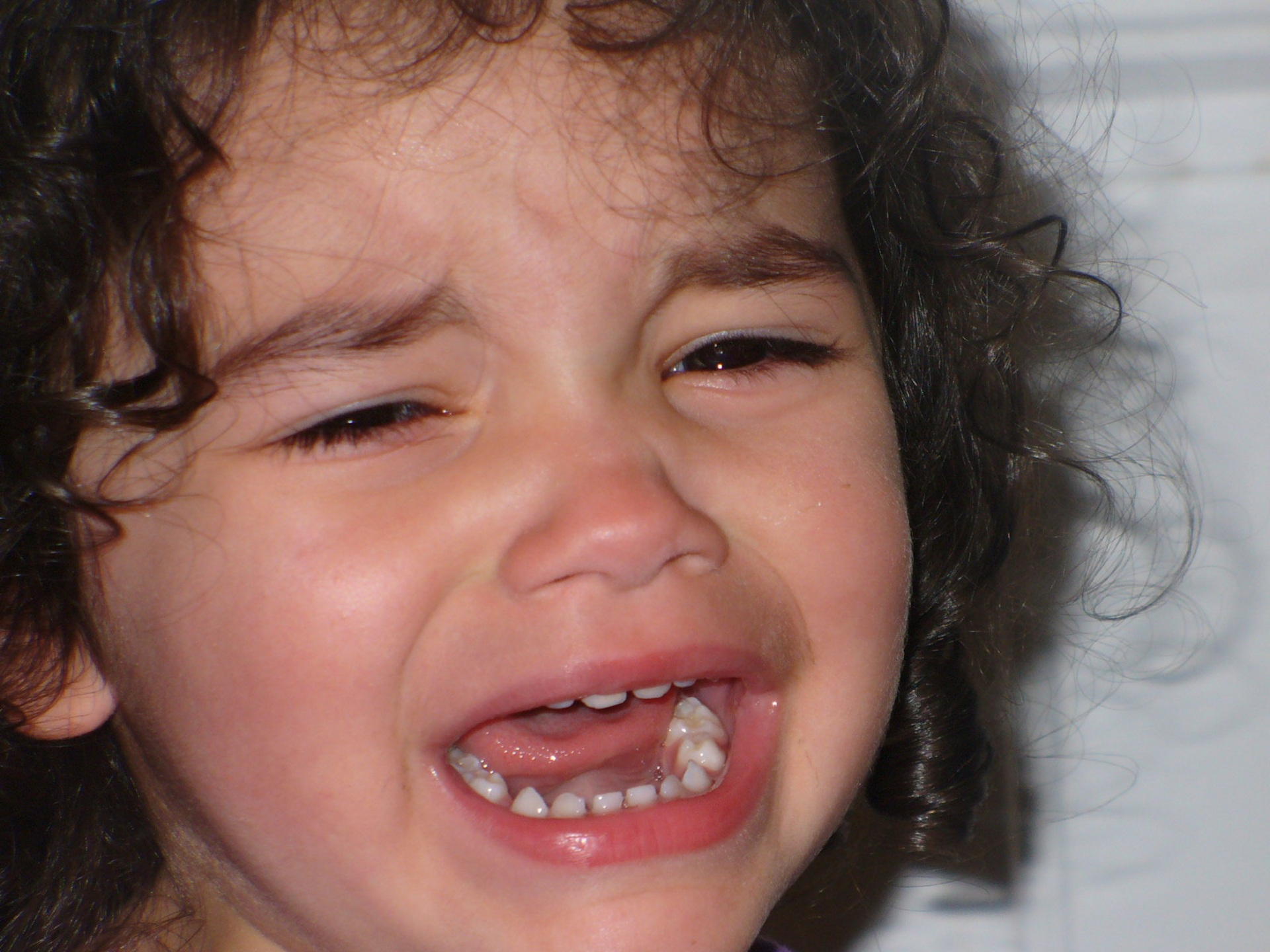 girl crying, stop toddler tantrums at bedtime